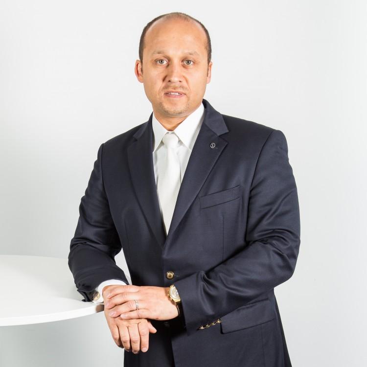 <strong>Louis Odeluga</strong> Versicherungsfachmann (IHK) Personal Financial Coach