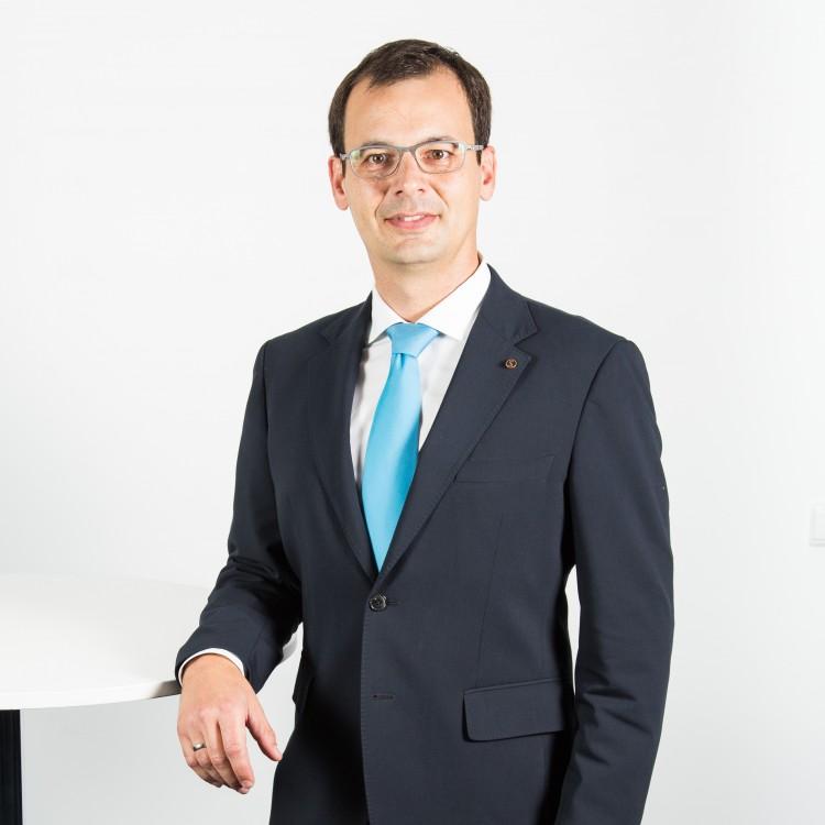 <strong>Henrik Viehweg</strong>Versicherungsfachmann (IHK) Consultant